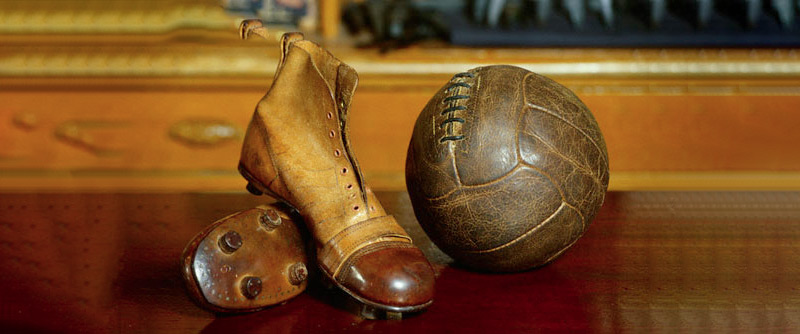 Кто создал футбольный мяч