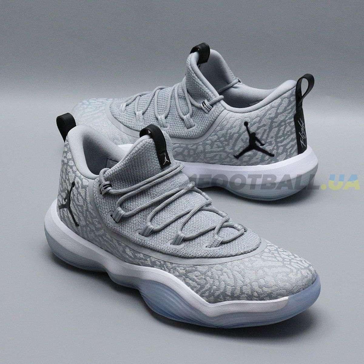 Кроссовки — купить модные оригинальные спортивные фирменные ... 7b0a6dddaa5